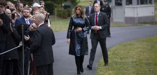 Melania Trump s'affiche avec un trench noir en vinyle au prix exorbitant