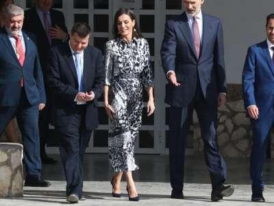 La reine Letizia d'Espagne pique la robe de Victoria Beckham lors d'une apparition publique