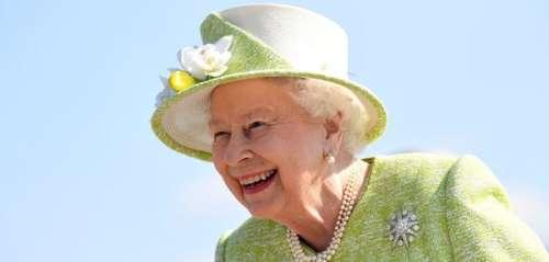 La reine Elizabeth II : le secret de son sourire bright ? Comme des milliers d'ados, elle a porté un appareil dentaire