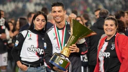 Cristiano Ronaldo de retour au Portugal en famille pour soutenir sa mère après son AVC