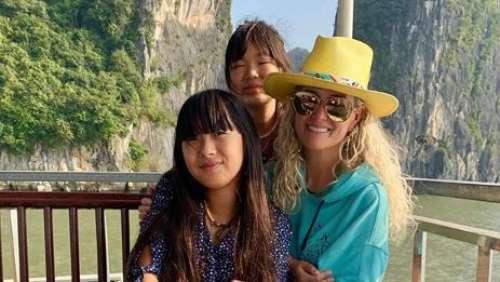 Læticia Hallyday fête ses 45 ans: ses photos les plus mignonnes avec ses filles