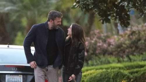 Ben Affleck et Ana de Armas in love: les deux amoureux échangent un tendre baiser dans la rue