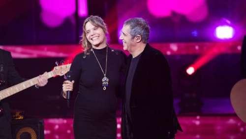 Vanille, la fille de Julien Clerc, enceinte : la chanteuse doit changer ses plans pour son accouchement