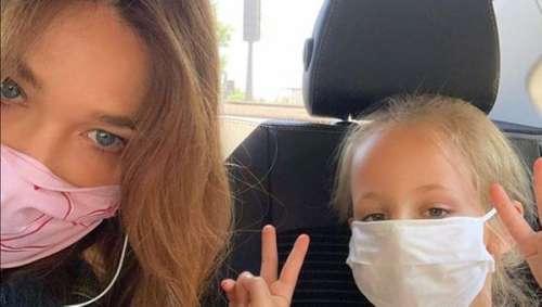 Carla Bruni partage une rare photo, complice avec sa fille Giulia, sans cacher entièrement son visage