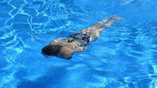 Un père de famille retrouve sa femme et ses deux enfants morts dans la piscine