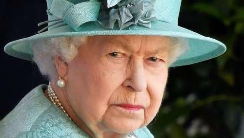 La reine Elizabeth II : ce geste de François Hollande qui l'a énormément vexée pendant un dîner d'Etat