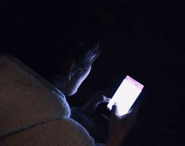 Il joue trop sur son téléphone la nuit, elle étrangle son fils de 11 ans