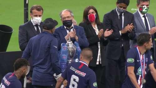 Emmanuel Macron micro ouvert : cette confidence entendue en direct après la finale de la Coupe de la ligue
