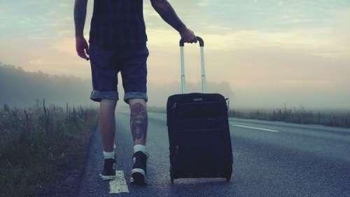 Il tue sa petite amie et voyage en bus avec son corps dans plusieurs valises
