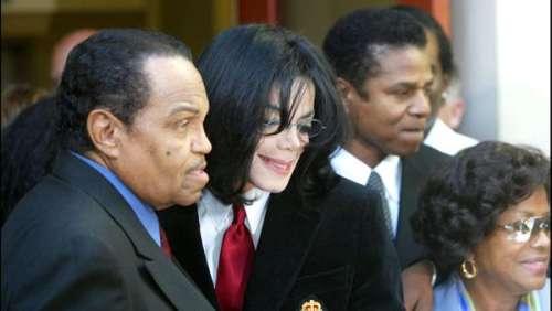 Michael Jackson : le dentier de son père vendu aux enchères