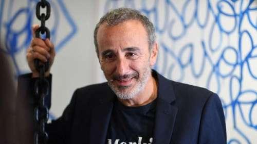 Elie Semoun pas vraiment confiné : il partage des vidéos de sa soirée entre amis