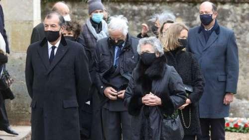 Obsèques de Valéry Giscard d'Estaing : sa femme et ses enfants réunis pour un dernier hommage