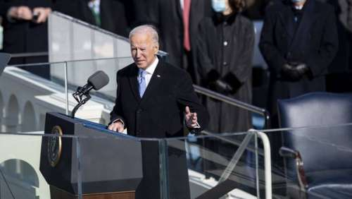 Bouleversant ! Un homme un genou à terre devant la tombe de Beau Biden au moment de l'investiture de son père