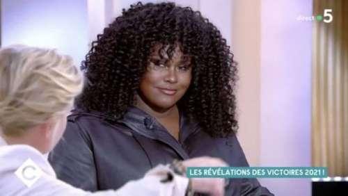 Yseult : cette allusion coquine en direct à Anne-Elisabeth Lemoine dans C à vous (VIDEO)