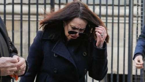 Béatrice Dalle craque aux obsèques de son ami Richard Aujard