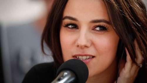 Il croit discuter avec la chanteuse Alizée et se fait voler 15 000 euros
