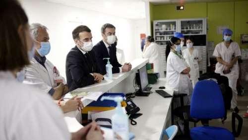 Emmanuel Macron : cette séquence filmée de sa visite à l'hôpital de Poissy qui n'a pas fini de faire parler