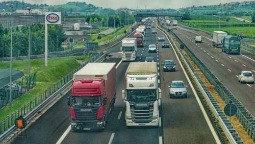Le tournage d'un film X interrompu par les gendarmes sur l'autoroute