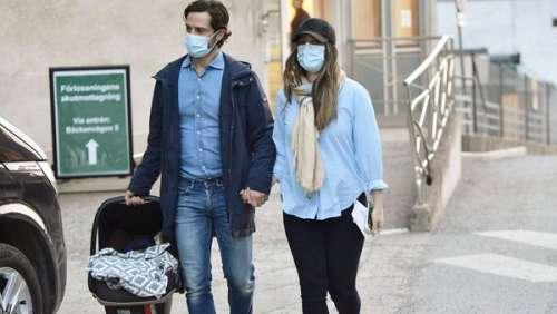 Carl Philip et Sofia de Suède : cette tendre première rencontre entre le nouveau petit prince et sa fratrie