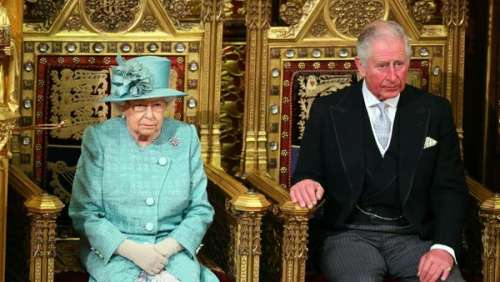 Elizabeth II : pour Pâques, la Reine s'offre une sortie au grand air avec le prince Charles