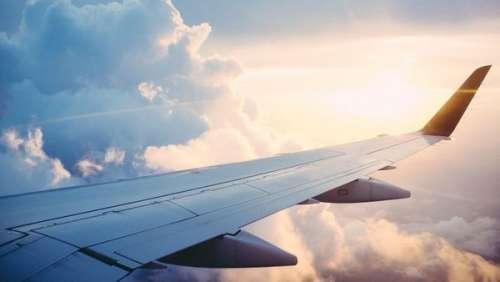 Coups, insultes… Une très violente bagarre éclate dans un avion pour un motif ridicule