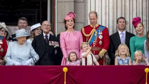 Mort du prince Philip : la famille royale britannique dévoile une photo inédite de la Reine avec son mari et sept de leurs arrières-petits-enfants