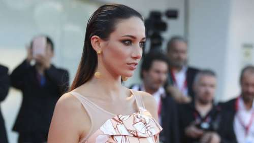 Delphine Wespiser : ces sites fétichistes sur lesquels l'ancienne Miss France se retrouve