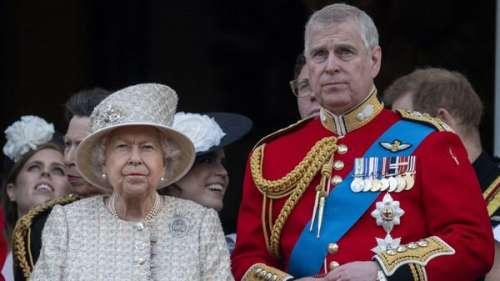 Prince Andrew : ce cadeau pas si désintéressé qu'il a fait à la reine Elizabeth II avant son anniversaire