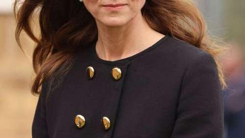 Kate Middleton : cet emprunt à la reine Elizabeth II pour parfaire sa sobre et élégante tenue