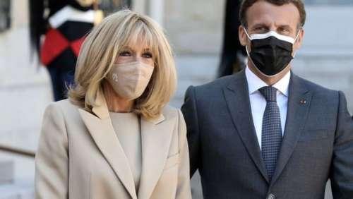 Brigitte Macron : son total look beige très printanier aux côtés de son mari