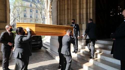 Obsèques d'Yves Rénier : la bouleversante image de ses fils portant le cercueil de leur père