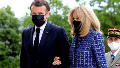 Brigitte Macron glamour chic : son look bleu électrique fait sensation au côté de son mari