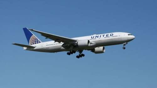 Une femme accouche dans un avion alors qu'elle ignore être enceinte