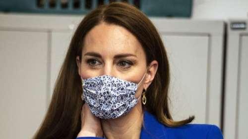 Kate Middleton : ce message caché derrière sa tenue bleu roi et son assemblage de couleurs osé