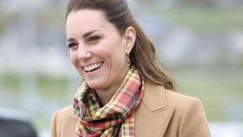 """Kate Middleton : la grande classe avec son manteau """"camel"""" pas si cher et pas si passe-partout"""