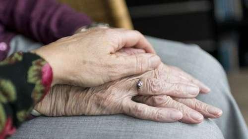 L'espoir fait vivre ! Elle retrouve sa mère après 45 ans de recherches acharnées