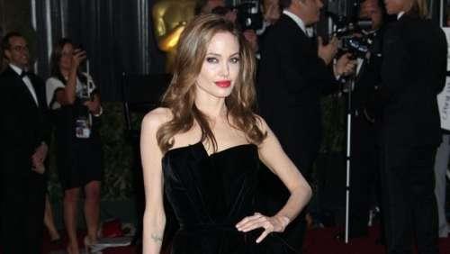 L'histoire derrière le look. Angelina Jolie : comment la jambe droite de la star a rendu cette tenue mythique