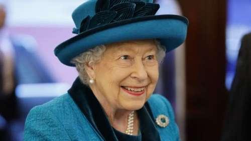 Espiègle, Elizabeth II lance une blague ironique en pleine séance photo officielle du G7