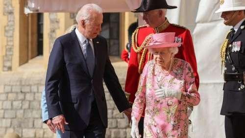 Elizabeth II reçoit pour la première fois Joe Biden au château de Windsor en tenue chic et estivale