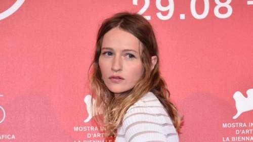 Christa Théret : avec qui la star de LOL est-elle en couple ?