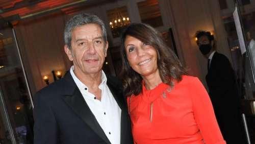 Michel Cymes complice et tactile avec sa femme Nathalie lors d'une rare sortie publique