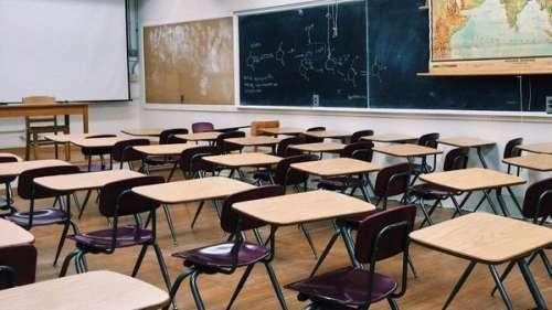 Une jeune fille placée à l'isolement dans son école pour cause de coquetterie