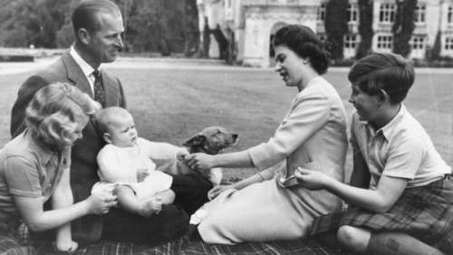 Prince Charles : ce superbe hommage au prince Philip pour la première fête des pères depuis sa mort
