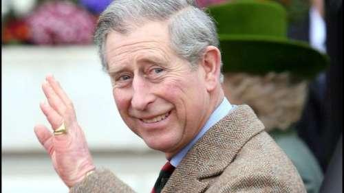 Prince Charles: pourquoi il porte sa chevalière au petit doigt?