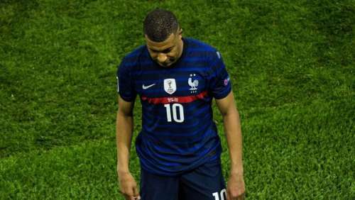 France - Suisse :échauffourées entre les familles des joueurs en tribune pendant le match