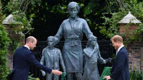 Lady Di : découvrez ce look étonnant qui a inspiré la statue hommage inaugurée par William et Harry