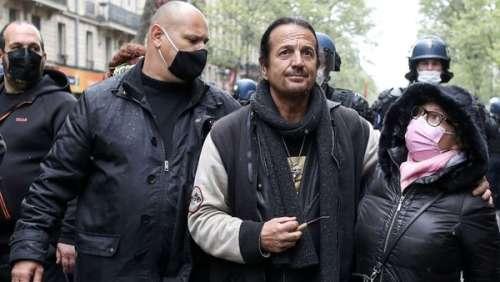 Francis Lalanne : le chanteur banni de Twitter après des propos antivax choquants