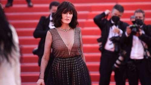 Décolleté plongeant, soutien-gorge apparent… Isabelle Adjani glamour sur le tapis rouge à Cannes