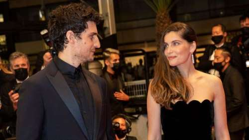 Laetitia Casta ultra glamour à Cannes : ce petit détail sur sa robe noire simplissime qui a fait mouche