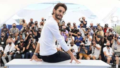 Pierre Niney ose tout à Cannes ! Ces fantaisies que l'acteur s'est autorisé lors du photocall d'OSS 117